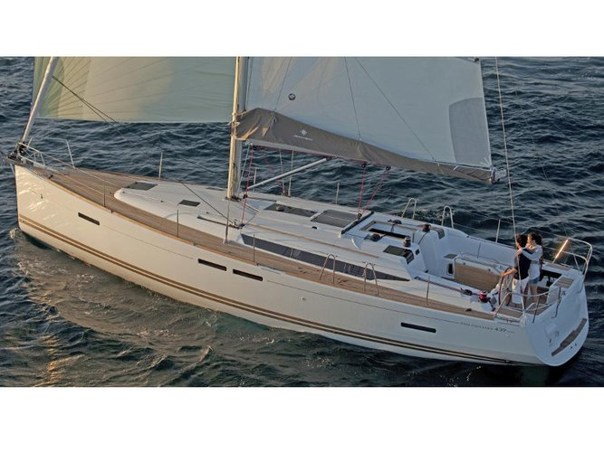 All you need to do is relax and have fun aboard the Jeanneau Sun Odyssey 439