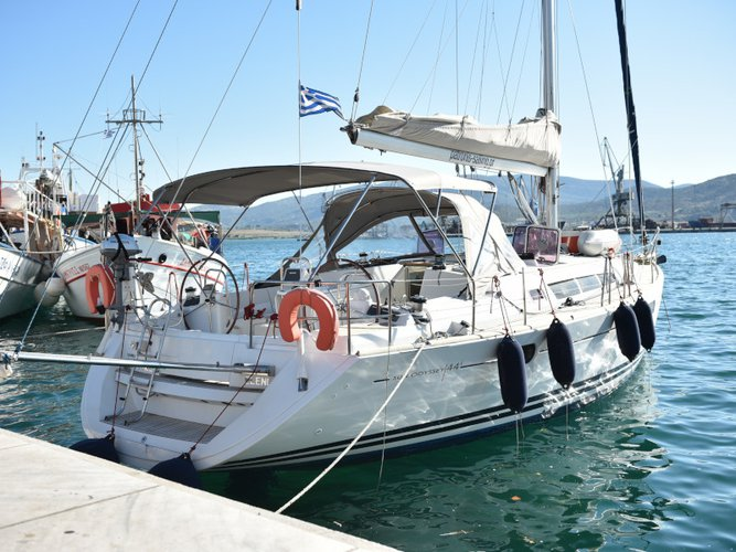 Relax on board our sailboat charter in Volos