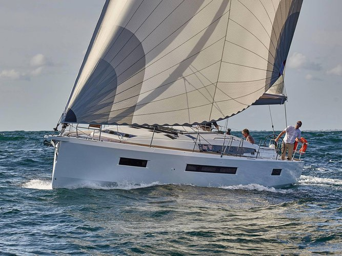 Sail the beautiful waters of Lavrion on this cozy Jeanneau Sun Odyssey 490