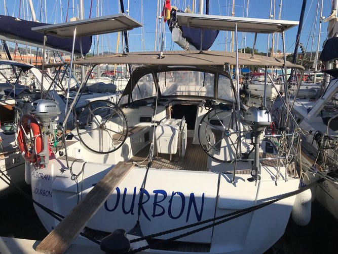 Beautiful Jeanneau Sun Odyssey 519 ideal for sailing and fun in the sun!