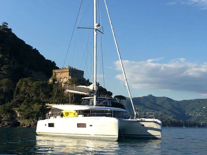 Experience sailing at its best on this sailboat charter