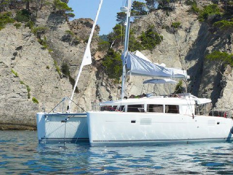 Get on the water and enjoy Slano in style on our Lagoon Lagoon 450 (2014) equipped with generator, A/C (saloon)
