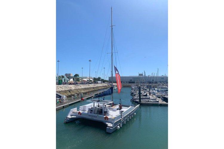 Catamaran boat rental in Doca do Bom Sucesso, Portugal