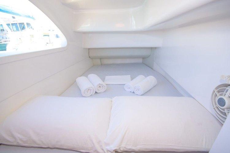 This 38.0' Seawind cand take up to 8 passengers around Whitsundays