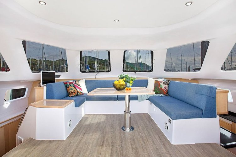 Discover Whitsundays surroundings on this 1160.3 Lite Seawind boat