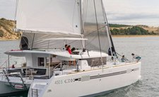 Grab this great deal to charter this amazing Lagoon 450 in Nassau