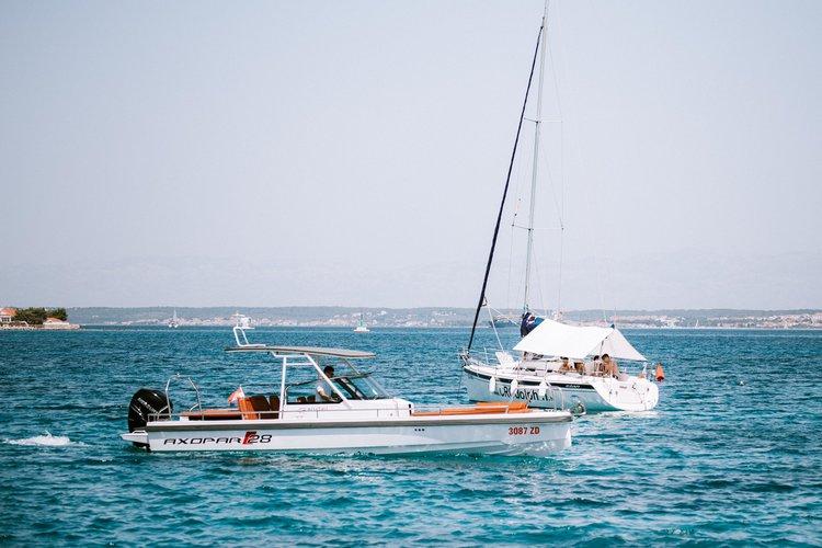Cruiser boat for rent in Zadar