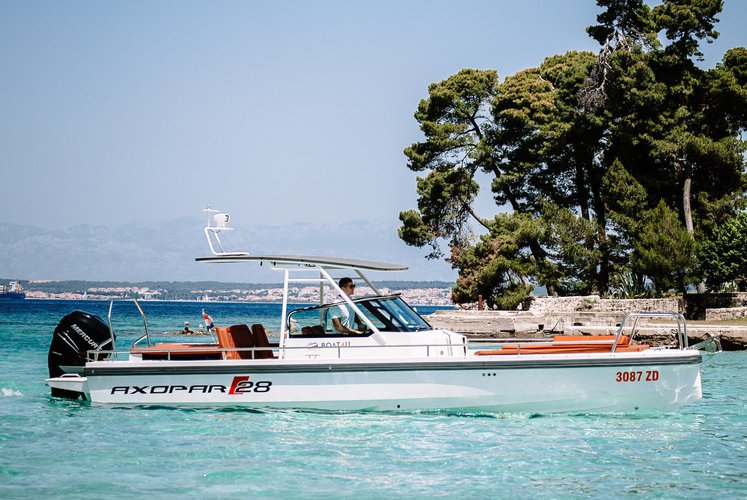Discover Zadar surroundings on this 28 T-top Axopar boat