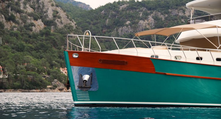 This 66.0' Custom cand take up to 8 passengers around Bodrum
