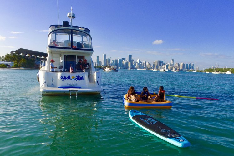 Cruiser boat rental in Lummus Park, Miami River, FL