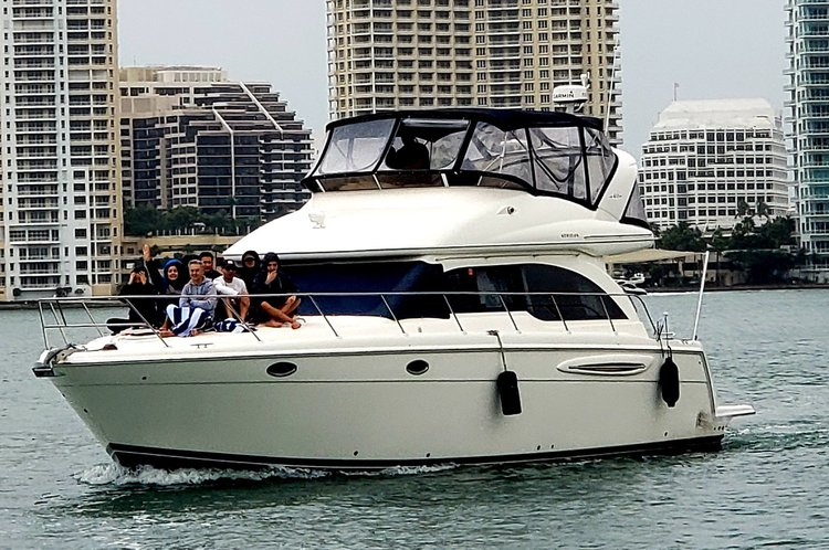 Discover Miami surroundings on this 411 Meridian boat