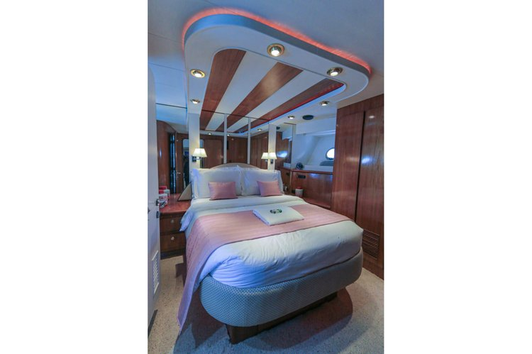 Discover Male surroundings on this Montefino 75 Montefino boat