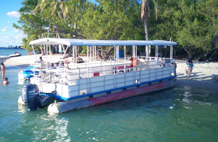 This 35.0' Pelican cand take up to 12 passengers around Miami