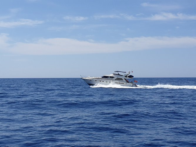 Beautiful Princess Yachts Princess 65 Fly ideal for cruising and fun in the sun!