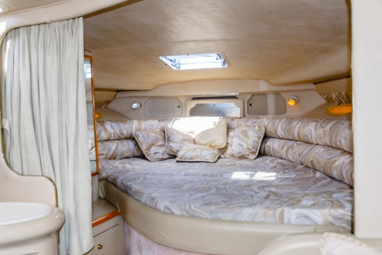 Up to 7 persons can enjoy a ride on this Sea Ray boat