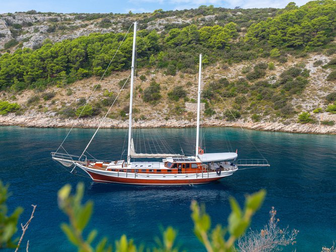 Enjoy luxury and comfort on this Split sailboat charter