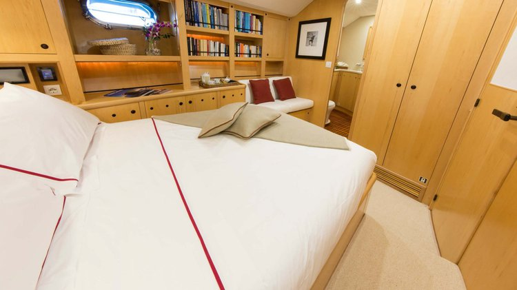 Boat for rent Alloy Yachts 110.0 feet in Tahiti, French Polynesia