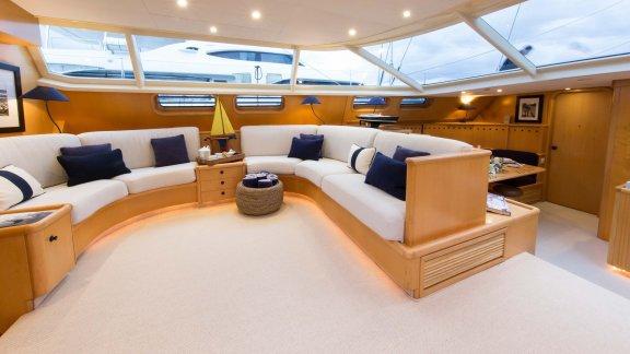This 110.0' Alloy Yachts cand take up to 7 passengers around Tahiti