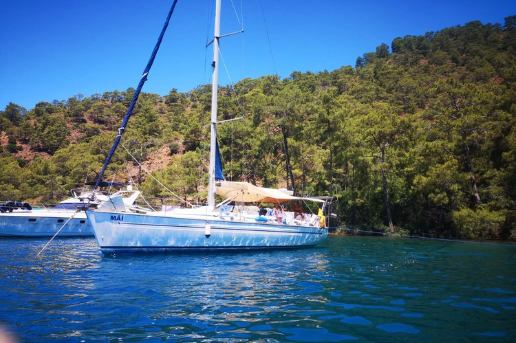 Discover Fethiye surroundings on this Cruiser 44 BAVARIA boat