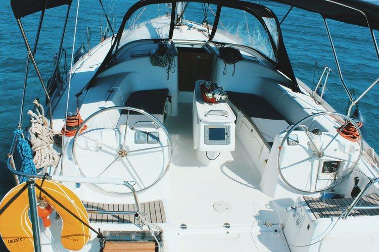 Cruiser racer boat for rent in Alimos