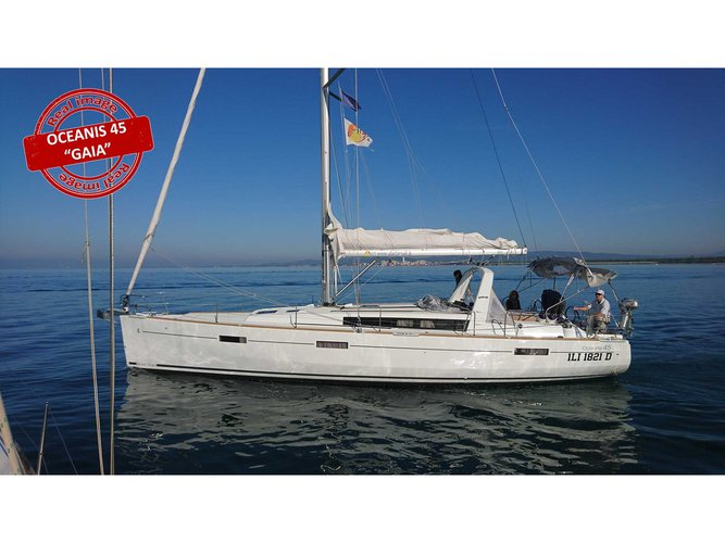 Jump aboard this beautiful Beneteau Oceanis 45