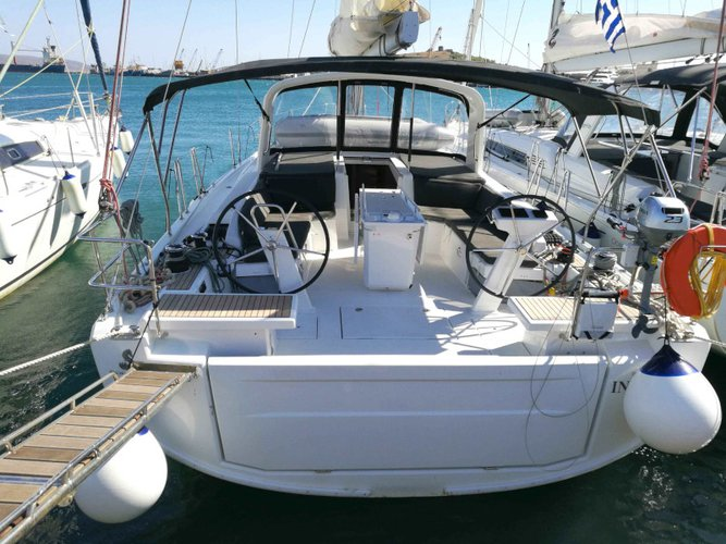 Enjoy luxury and comfort on this Beneteau Beneteau 46.1 in Lavrion