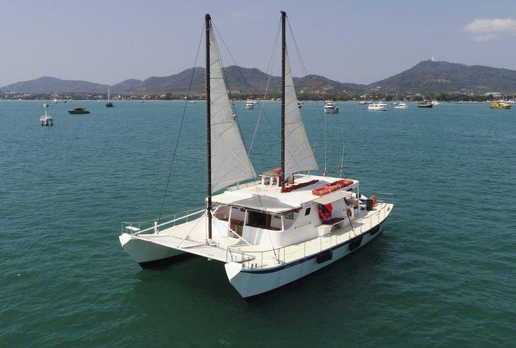 Comfortable catamaran for larger groups