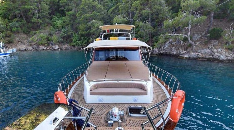 This 49.0' Custom cand take up to 4 passengers around Bodrum