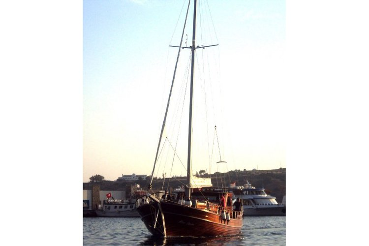 Up to 4 persons can enjoy a ride on this Gulet boat