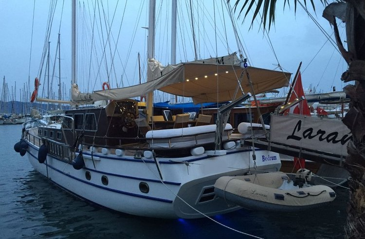 This 59.0' Custom cand take up to 10 passengers around Bodrum