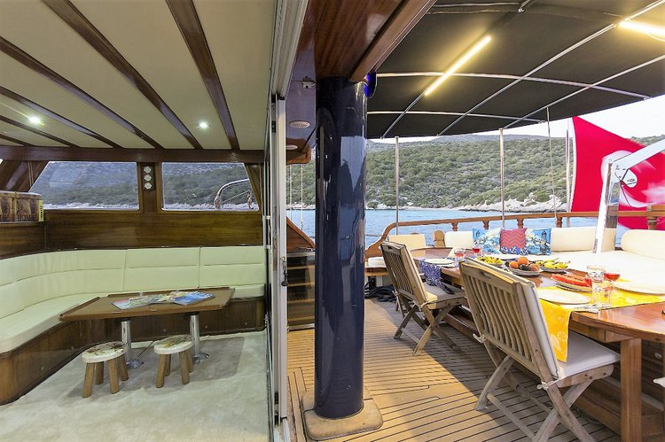 This 62.0' Custom cand take up to 6 passengers around Bodrum