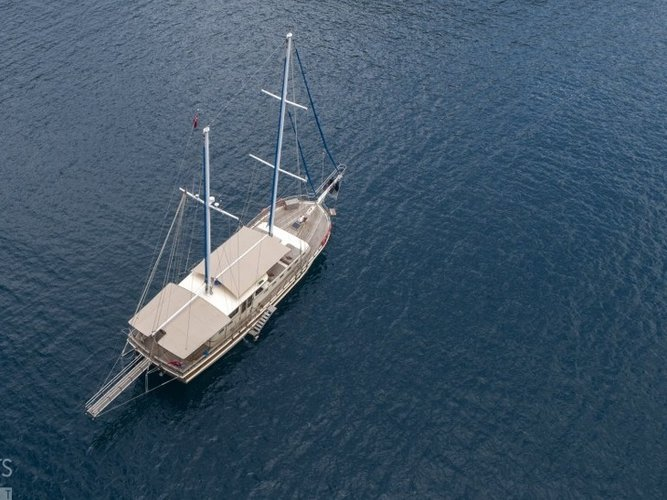 This 66.0' Custom cand take up to 6 passengers around Fethiye