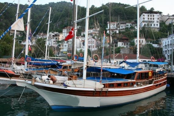 Sail the fascinating Turkey on a superb gulet for rent