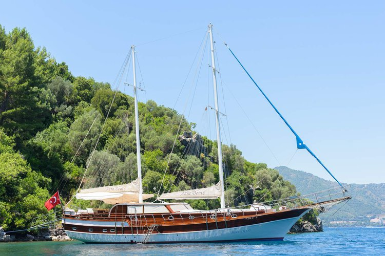 This 79.0' Custom cand take up to 12 passengers around Bodrum