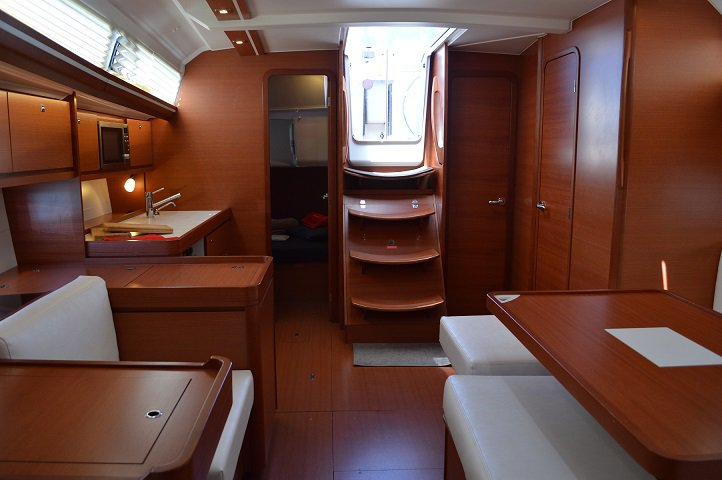 This 39.0' Dufour cand take up to 6 passengers around Sea Cow's Bay