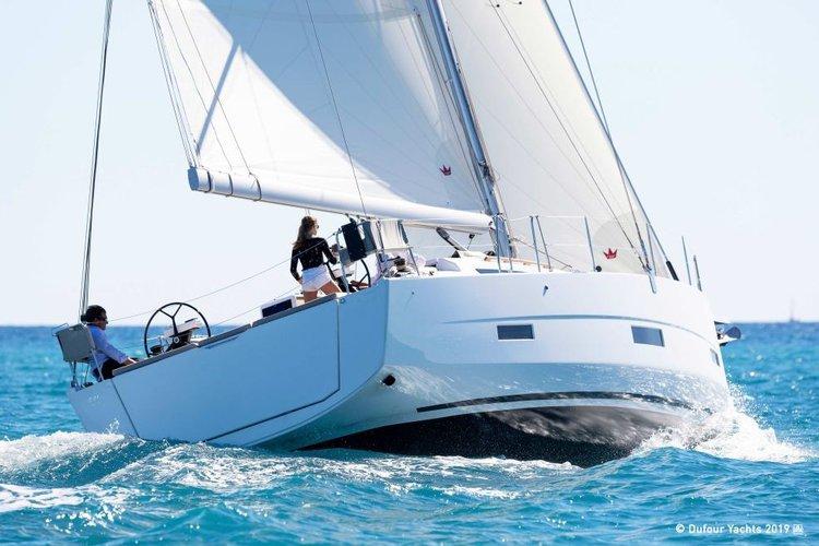 This 43.4' Dufour cand take up to 10 passengers around Nassau