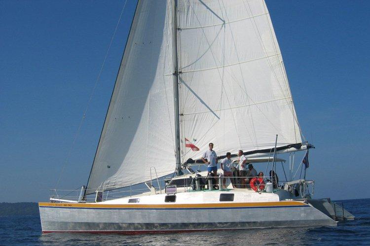 Discover Phuket surroundings on this 48 Custom boat