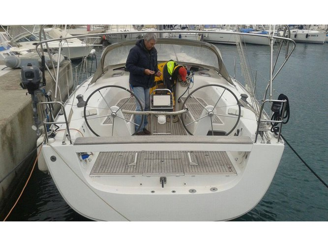 This sailboat charter is perfect to enjoy Castiglioncello