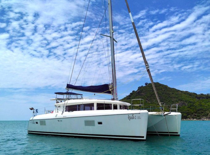 All you need to do is relax and have fun aboard the Lagoon Lagoon 421