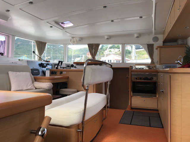 Lagoon boat for rent in Sea Cow's Bay