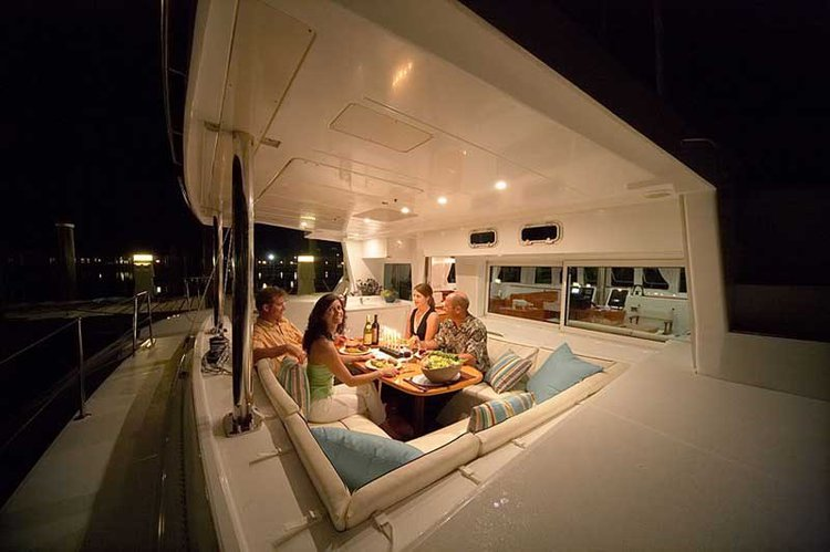 Lagoon boat for rent in Angra dos Reis