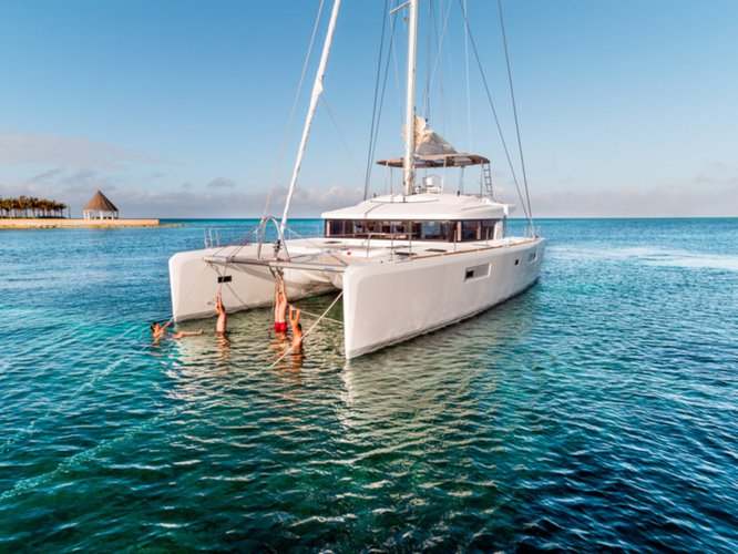 Charter this amazing sailboat in Lavrion