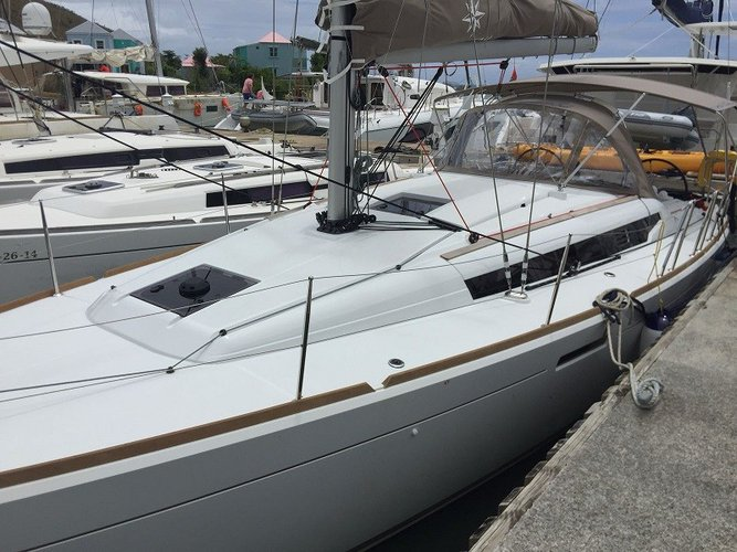 Boating is fun with a Monohull in Sea Cow's Bay