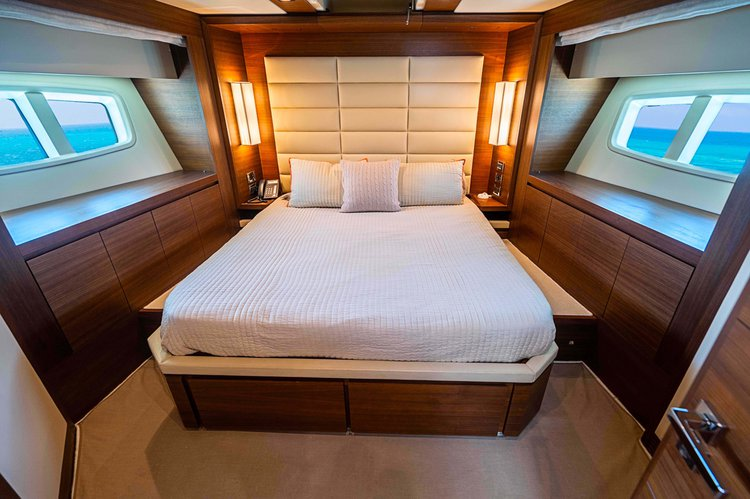 Discover Miami Beach surroundings on this Flybridge Azimut boat