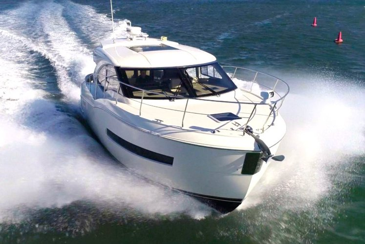 37' Carver - Don't Just Rent a Yacht. Rent a Luxury Yachting Experience!