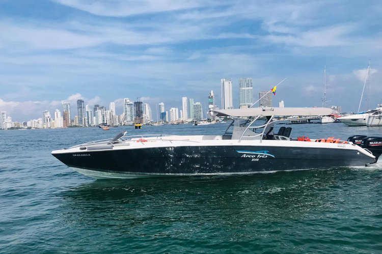 This 42.0' Firpol cand take up to 24 passengers around cartagena