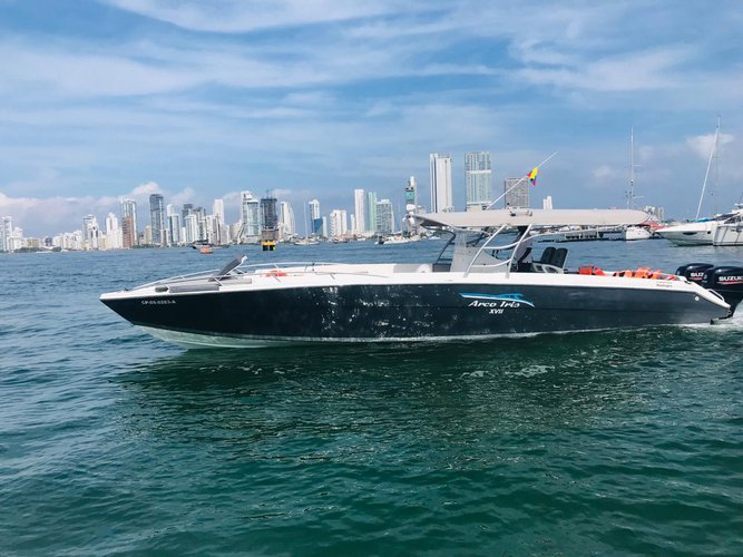 Luxury boat all day in Cartagena