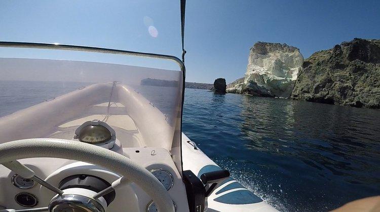This 19.0' Nautica cand take up to 9 passengers around Santorini - Vlichada