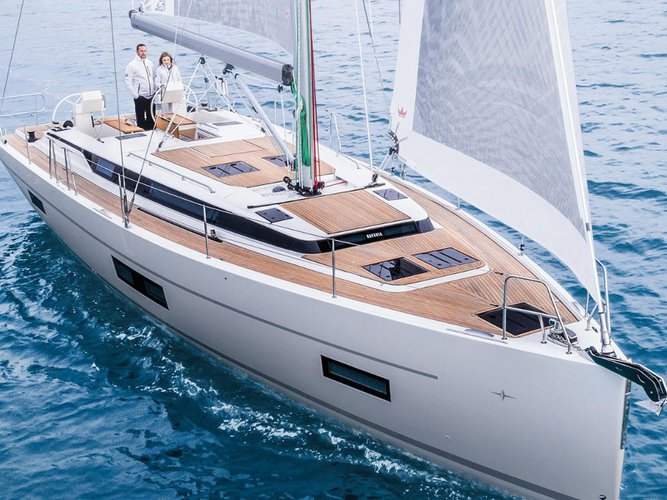 This sailboat charter is perfect to enjoy Mykonos