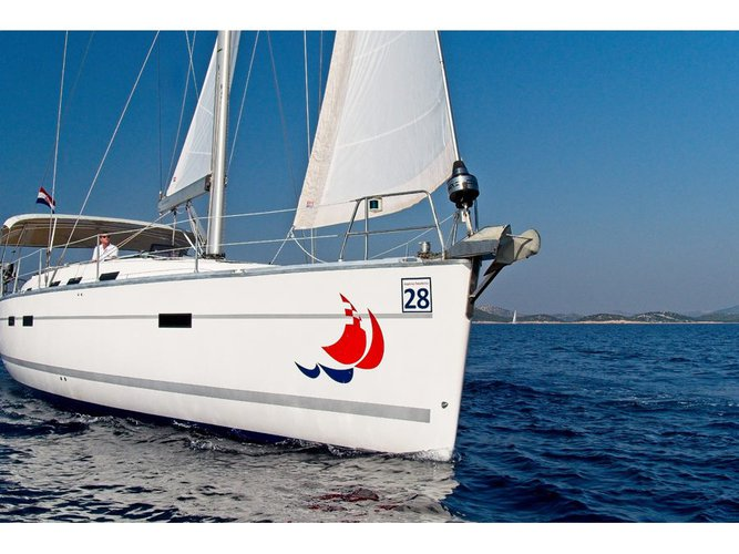 Charter this amazing sailboat in Murter